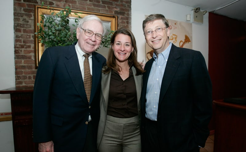 Warren Buffett con el matrimonio Gates, creadores de The Giving Pledge